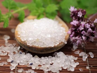 6 sposobów by jeść mniej soli