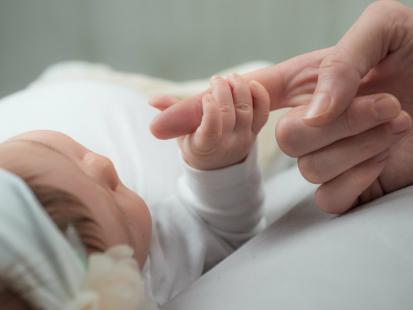 62-letnia Włoszka urodziła swoje pierwsze dziecko. Elias jest zdrowy i waży 3,5 kg