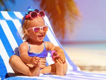 7 cennych rad, jak dbać o skórę niemowlaka latem