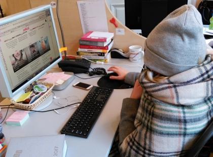 7 dość zabawnych rzeczy, które robimy gdy jest nam zimno w pracy! Zdjęcia prosto z redakcji Polki.pl