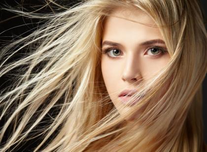 7 korków, aby poprawić kondycję suchych włosów