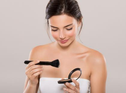 7 makijażowych trików, które kiedyś były modne, a teraz należy o nich zapomnieć! I to jak najszybciej