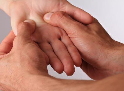 7 masaży akupresowych dłoni - na ból głowy, trawienie, tarczycę i wiele innych dolegliwości