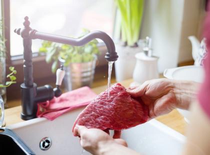 7 niebezpiecznych rzeczy i zachowań w kuchni, o których nie miałaś pojęcia