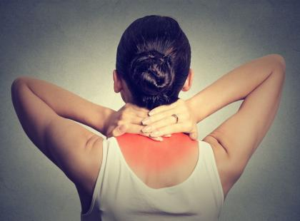 7 nietypowych objawów, które wywołuje chory kręgosłup