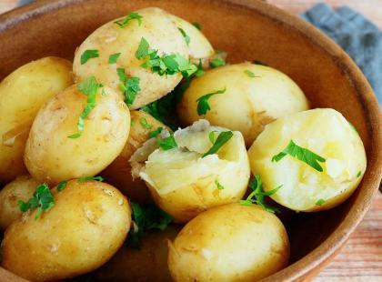 7 pomysłów, jak przyrządzić młode ziemniaki