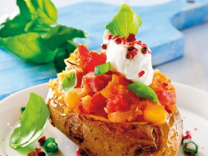 7 pomysłów na pieczone ziemniaki z grilla, którym się nie oprzesz!