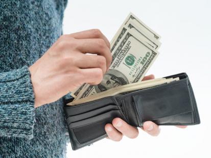 7 powodów, dlaczego dziecko podbiera ci pieniądze