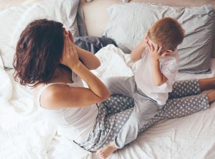 7 prostych i DARMOWYCH ulepszeń sypialni, które pomogą ci lepiej spać
