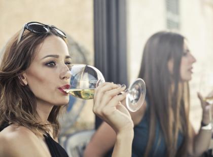 7 symptomów świadczących o tym, że masz problem z alkoholem. Poznaj je!