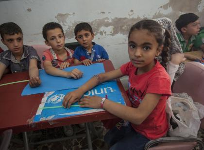 8-latka, która ucieka przed wojną trzeci raz zaczyna naukę w pierwszej klasie. Niezwykłe historie uczniów z Aleppo