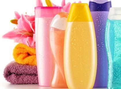 8 nietypowych zastosowań szamponu w domu