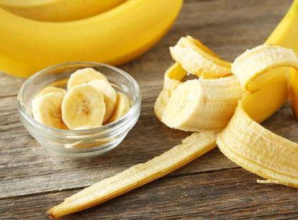 8 niezwykłych właściwości zdrowotnych… skórki od banana