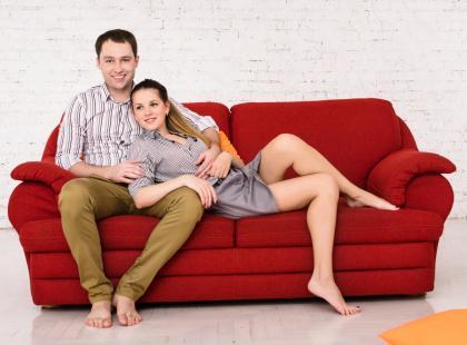 8 rzeczy, których nie wypada robić przy partnerze, nawet jeśli jesteście długo razem!