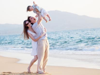 9 reguł plażowania z maluchem