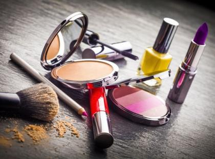 9 sposobów, jak zaoszczędzić na kosmetykach