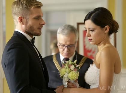 """A jednak! Będzie ślub w """"M jak miłość""""! Zastraszona Iza zostanie żoną Artura"""