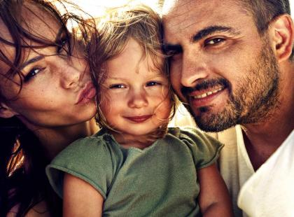 Agustin Egurrola i Nina Tyrka z córką na wakacjach