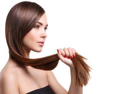 Aminokwasy, witaminy, minerały – czego potrzebują włosy?