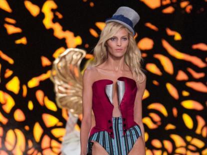 Anja Rubik wśród aniołków Victoria's Secret