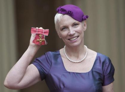 Annie Lenox odznaczona medalem