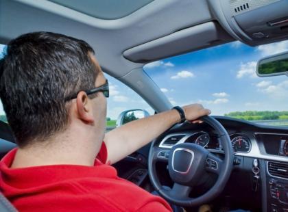 Antysenne niebieskie światło dla kierowców