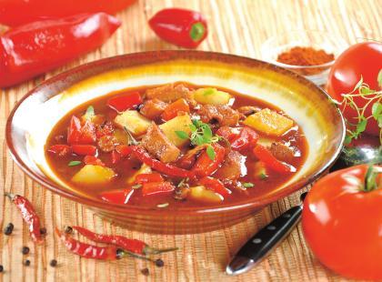 Aromatyczna zupa gulaszowa idealna na mroźne dni!