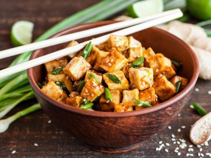 Azja na talerzu: sprawdź przepisy na dania z tofu!