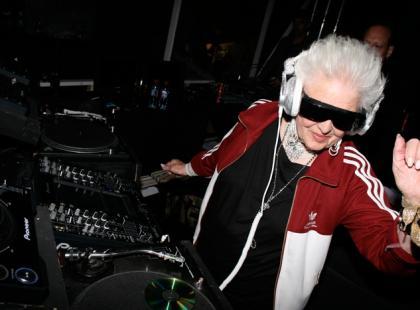Babcia-didżej podbija kluby