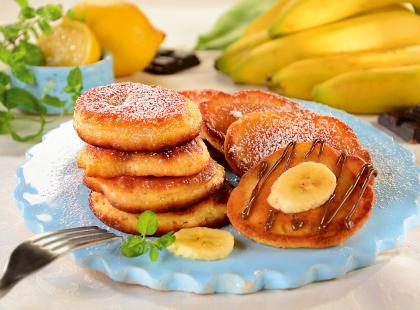 Bananowe racuchy z cukrem pudrem