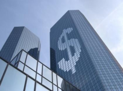 Banki maksymalnie windują zyski z kredytów gotówkowych