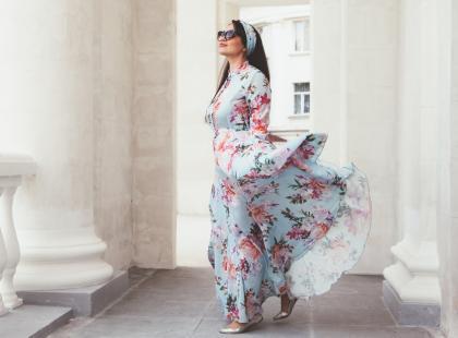 Będziesz wyglądała w nich znakomicie! 3 najlepsze fasony sukienek dla kobiet plus size