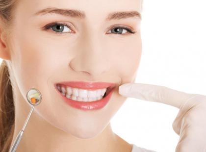 Bezpłatne zabiegi stomatologiczne z okazji Dnia Kobiet!