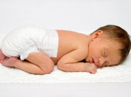 Biała wydzielina u noworodka