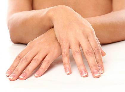 Białe plamki na paznokciach?