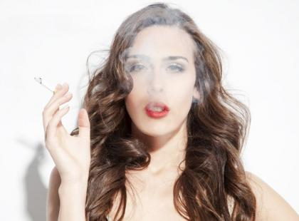 Bierne palenie jest bardziej szkodliwe niż aktywne! Dlaczego? Sprawdź!