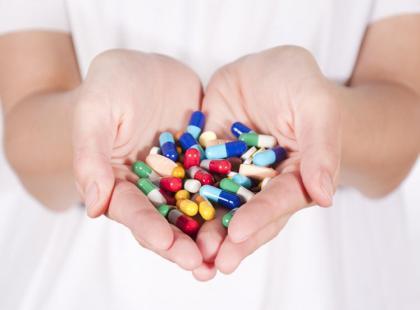 Bierzesz leki bez recepty? Zobacz, jak robić to bezpiecznie!