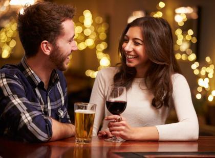 Bimber prawie jak Tinder – aplikacja znajdzie osobę, która chce się z tobą napić