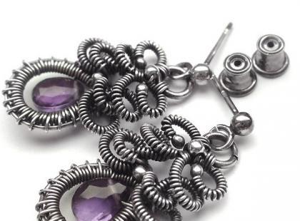Biżuteria wire-wrapping: misterne plecionki z metalu