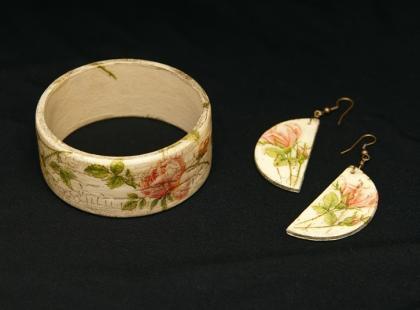 Biżuteria z decoupage'u: Jak zrobić bransoletę?