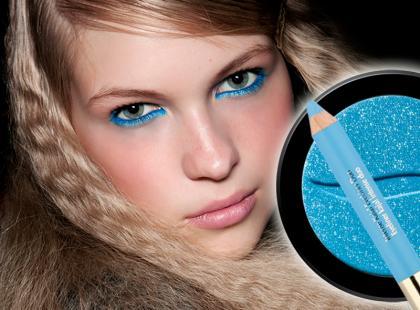Błękitny makijaż oczu jak z pokazu - krok po kroku