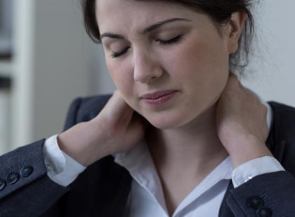 Ból kręgosłupa szyjnego jest ciężki do zniesienia. Co pomaga?