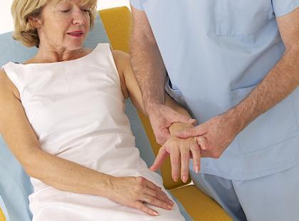 Ból nadgarstka – czy to zespół cieśni nadgarstka?