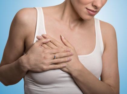 Bolą cię piersi? Oto 8 najczęstszych przyczyn takich dolegliwości!