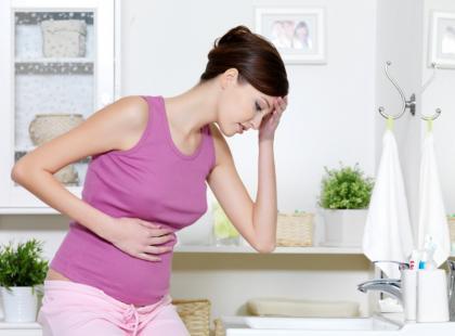 Bóle brzucha i stan podgorączkowy po poronieniu