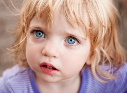 Brak miłości i akceptacji w dzieciństwie może spowodować nerwicę  deprywacyjną. Jak ją rozpoznać?