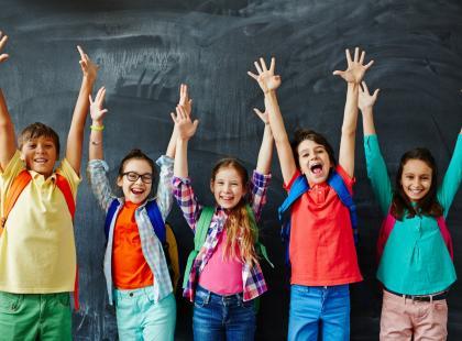 Brak pracy domowej, metoda zielonego ołówka i czteroosobowe ławki. Jak działa niezwykła warszawska szkoła?