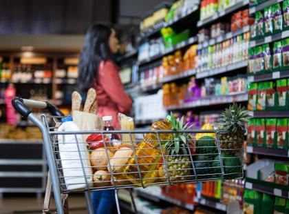 Brak towaru na półkach i dłuższe oczekiwanie przy kasie. 2 maja w tym sklepie czekają was utrudnienia