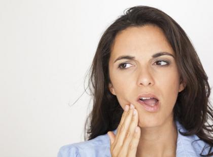 Brak zęba przyspiesza powstawanie zmarszczek