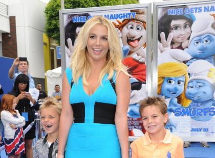 Britney Spears z synami na premierze Smerfów 3D